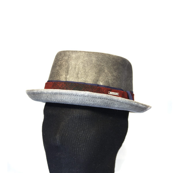 Cappello modello pork pie in vera pelle 9786e2a5f49a